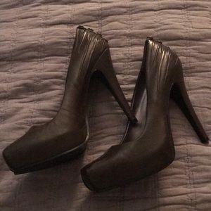 Nine West Heels - Size 7. Color is a dark olive.